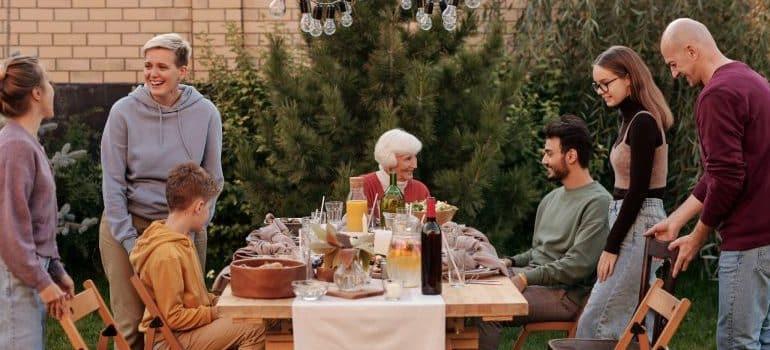 neighbors-picnic